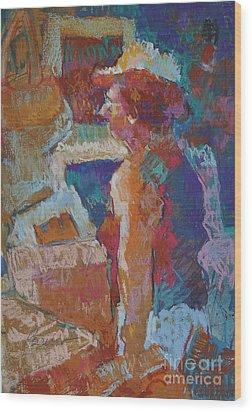 Mercado Lady Viewing Paintings Wood Print