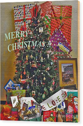 Merry Christmas Card Color Wood Print by Gary Brandes
