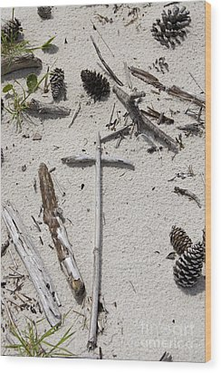 Message In The Sand Wood Print by Benanne Stiens