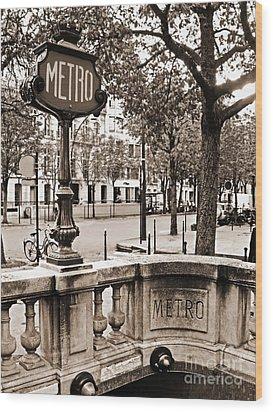 Metro Franklin Roosevelt - Paris - Vintage Sign And Streets Wood Print