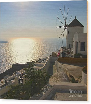 Midday On Santorini Wood Print by Suzanne Oesterling