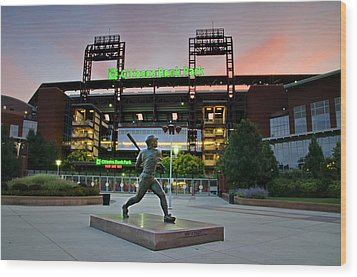 Mike Schmidt Statue At Dawn Wood Print by Bill Cannon