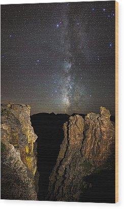 Milky Way Skies Over Rock Cut Wood Print by Mike Berenson