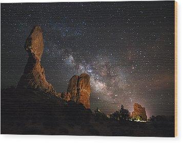 Milky Way Suspension At Balanced Rock Wood Print by Mike Berenson
