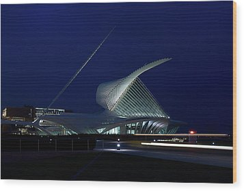 Milwaukee Art Museum Wood Print by Chuck De La Rosa