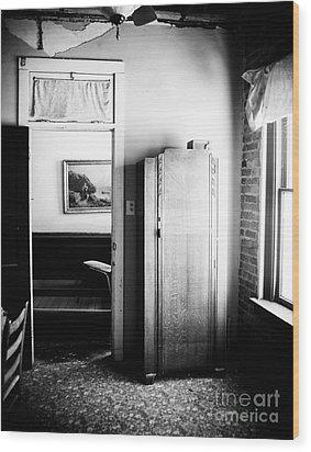Mineola Beckham Hotel Room In Bw Wood Print by Sonja Quintero
