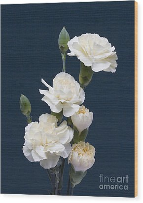 Mini Carnations Wood Print by ELDavis Photography
