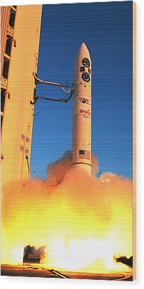 Minotaur Iv Rocket Launches Falconsat-5 Wood Print by Science Source