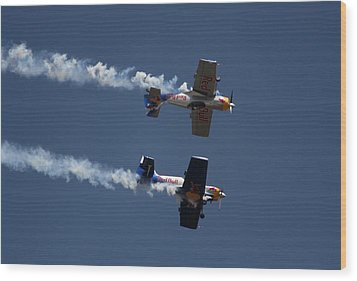 Wood Print featuring the photograph Mirror Flight by Ramabhadran Thirupattur