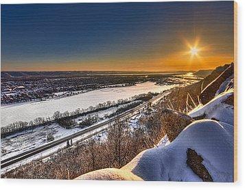 Mississippi River Sunrise Wood Print by Tom Gort