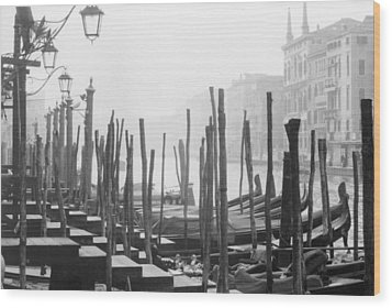 Misty Morning In Venice Wood Print by Dorothy Berry-Lound