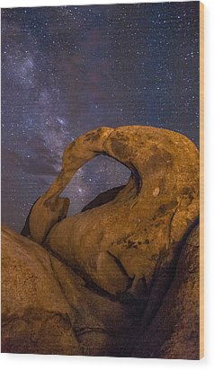 Mobius Arch And Milky Way Wood Print by Cat Connor