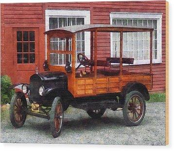 Model T Station Wagon Wood Print by Susan Savad