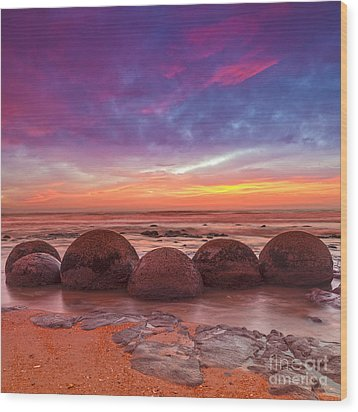 Moeraki Boulders Otago New Zealand Wood Print by Colin and Linda McKie
