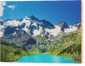 Mointain And Lake Beautiful Wood Print by Boon Mee