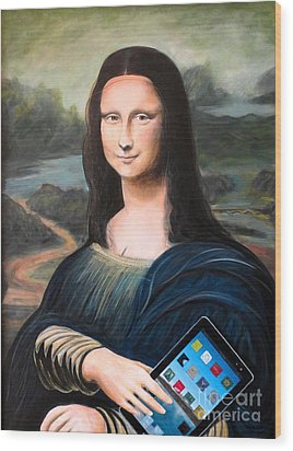 Mona Lisa With Ipad Wood Print by John Lyes