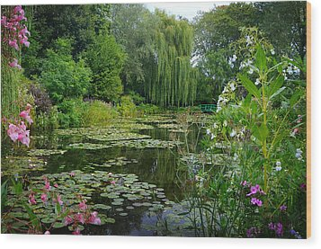 Monet's Pond With Waterlilies And Bridge Wood Print by Carla Parris