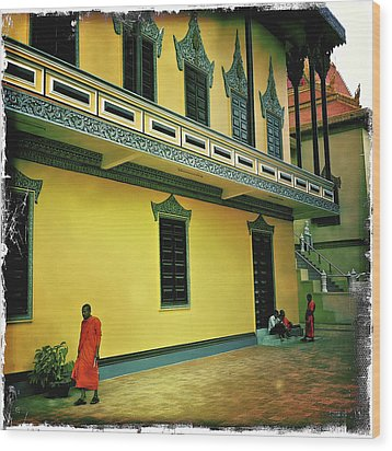 Monks At Ounalom Pagoda In Cambodia Wood Print