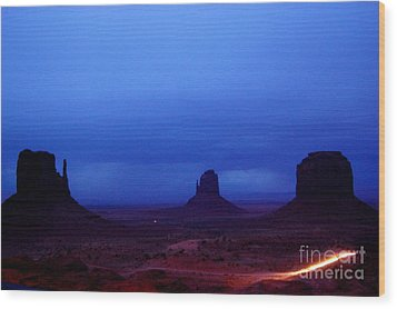 Monument Valley Awakens Wood Print by C Lythgo