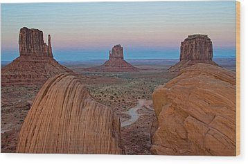 Monument Valley Evening Wood Print by Darlene Bushue