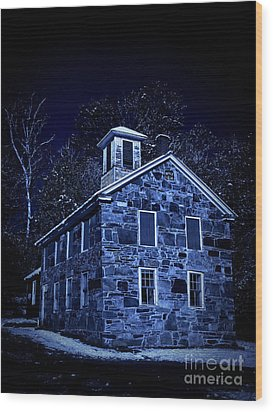 Moonlight On The Old Stone Building  Wood Print by Edward Fielding