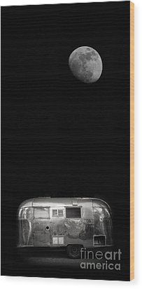 Moonrise Over Airstream Wood Print