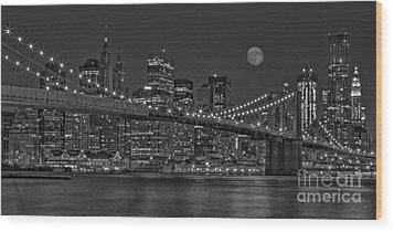 Moonrise Over The Brooklyn Bridge Bw Wood Print by Susan Candelario
