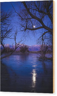 Moonset On Farmers Pond Wood Print