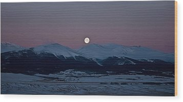 Moonset Over The Great Divide Wood Print by Patrick Derickson