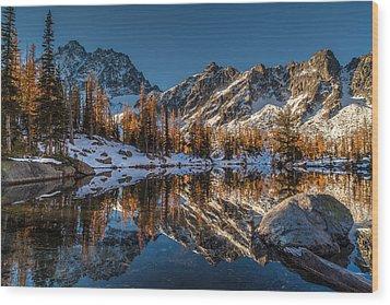 Morning At Horseshoe Lake Wood Print by Mike Reid