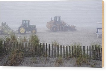 Morning Cleanup Wood Print by Robert Culver
