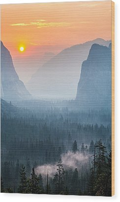 Morning Mist In The Valley Wood Print by Mike Lee