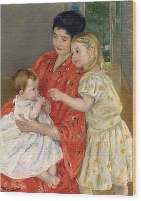 Mother And Sara Admiring The Baby Wood Print by Marry Cassatt