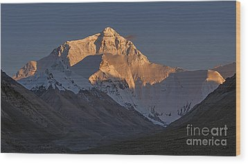 Mount Everest At Dusk Wood Print