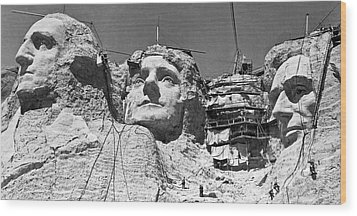 Mount Rushmore In South Dakota Wood Print by Underwood Archives