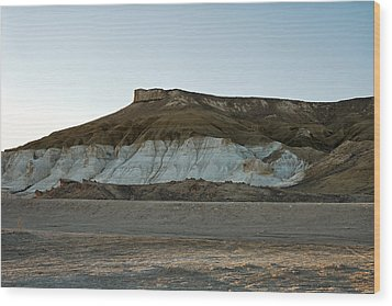 Mountains In The Desert. Wood Print by Alexandr  Malyshev