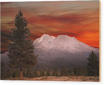 Mt Shasta Fire In The Sky Wood Print