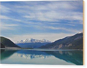 Muncho Lake Bc Canada Wood Print by Leslie Kirk