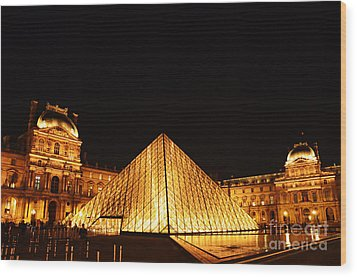 Musee Du Louvre At Night Wood Print