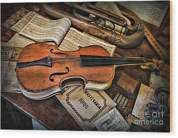 Music - The Violin Wood Print by Paul Ward