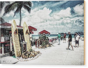 Wood Print featuring the photograph Nassau Beach by Gina Cormier