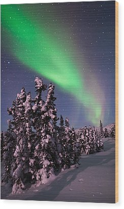 Nature's Canvas In The Northern Sky Wood Print by Mike Berenson