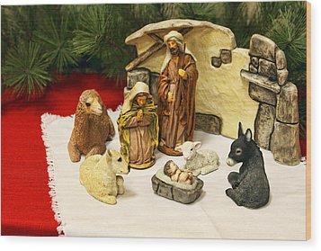 Navitity In Ceramics Wood Print by Linda Phelps