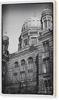 Neue Synagogue Wood Print by John Rizzuto