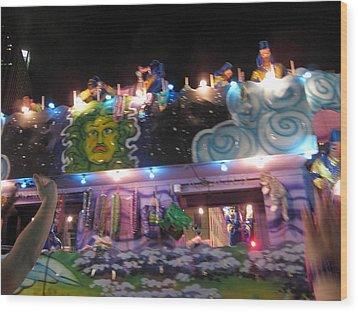 New Orleans - Mardi Gras Parades - 121246 Wood Print by DC Photographer
