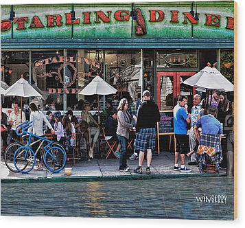 People Are Flooding To The Starling Diner Wood Print by Bob Winberry