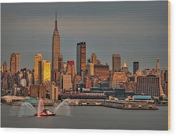 New York City Sundown On The 4th Wood Print by Susan Candelario