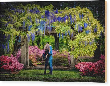 Wood Print featuring the photograph New York Lovers In Springtime by Chris Lord