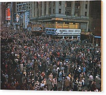 New York: V-e Day, 1945 Wood Print by Granger