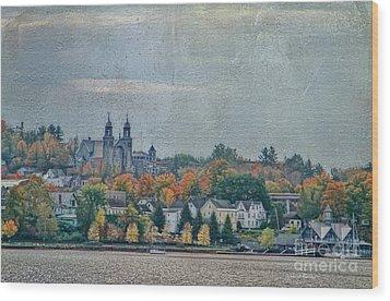 Newport In Autumn Wood Print by Deborah Benoit
